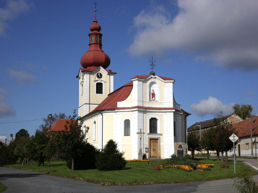 Kostel sv. Petra a Pavla Bobrová